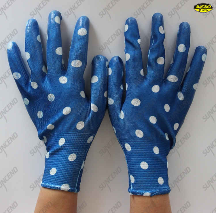 camouflage nylon liner coated nitrile on palm gardening gloves